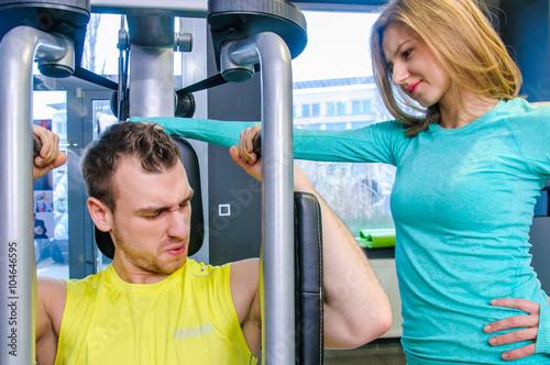 Fototapeta premium Ćwiczenia na siłowni