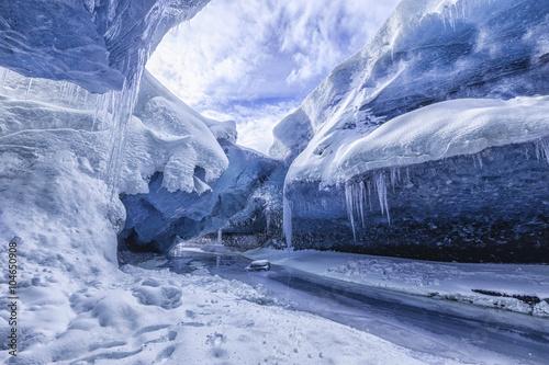 Printed kitchen splashbacks Glaciers Amazing glacial cave