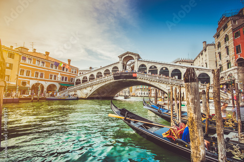 Poster Venise Canal Grande with Rialto Bridge at sunset, Venice, Italy