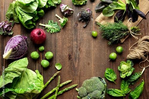 Fotografie, Obraz  緑と紫の春野菜とハーブ