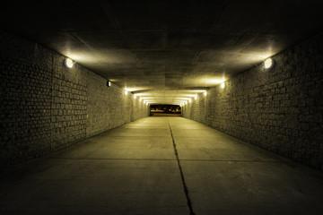 Noću prazan tunel