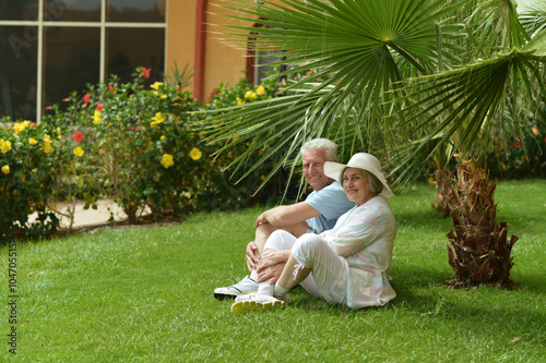 Poster Palmier Elderly couple sitting