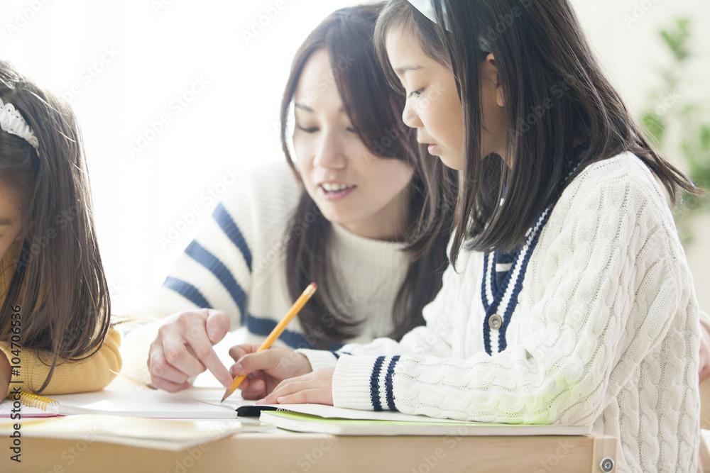 Fototapeta 勉強する姉妹