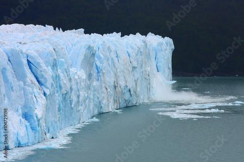 Poster Glaciers glacier / while traveling through Argentina we visited this most amazing glacier called Perito Moreno