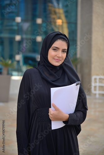 Photo  Emarati Arab Business woman outside the office
