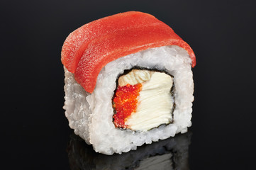 FototapetaSushi rolls with salmon, eel, caviar and philadelphia cheese.