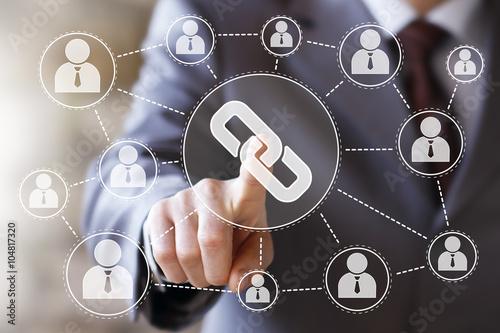 Fotografia  Businessman push online button Link icon