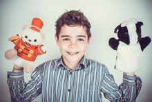 Adolescente Con Marionette Di Peluche