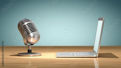 Fotografia, Obraz  Microphone vintage face à un ordinateur portable posés sur une table en bois, or