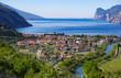 canvas print picture - Blick auf den Gardasee mit Häuser im Vordergrund, Italien