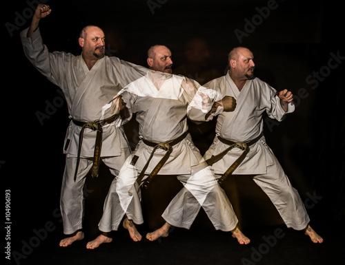 Photo  Le karaté est un art martial dont les techniques visent à à se défendre puis à répondre par une attaque