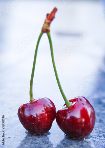 Foto op Canvas Opspattend water Ripe red cherry
