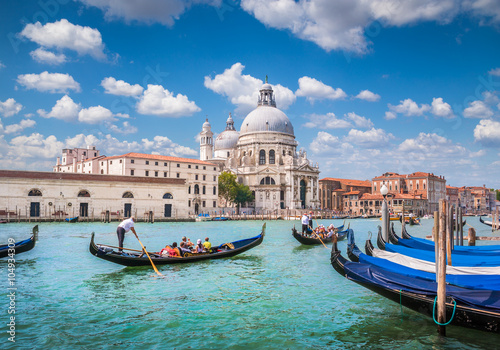 Aluminium Prints Venice Gondolas on Canal Grande with Basilica di Santa Maria della Salute, Venice, Italy