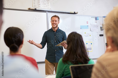 Fotomural Male teacher listening to students at adult education class
