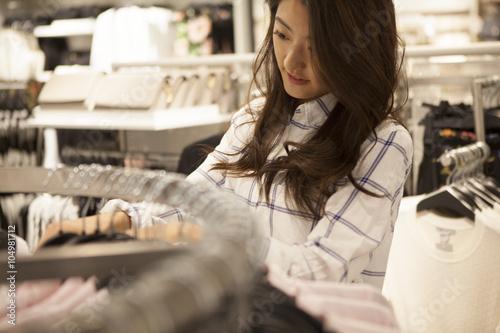 Keuken foto achterwand Bakkerij Young women are enjoying shopping at clothing store