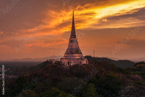 Foto op Aluminium Oranje eclat Beautiful big pagoda with Phra Nakhon Khiri on sunset time at Phetchaburi Province, Thailand