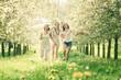 canvas print picture - Junge Frauen im Kirschgarten