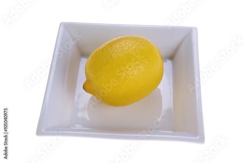 Cytryna na talerzu