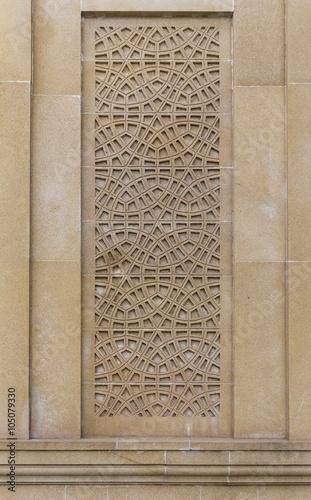 orientala-wzor-na-kamiennej-scianie