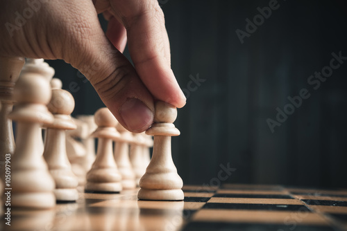 Foto-Vorhang - Chess pieces on the board (von dimasobko)