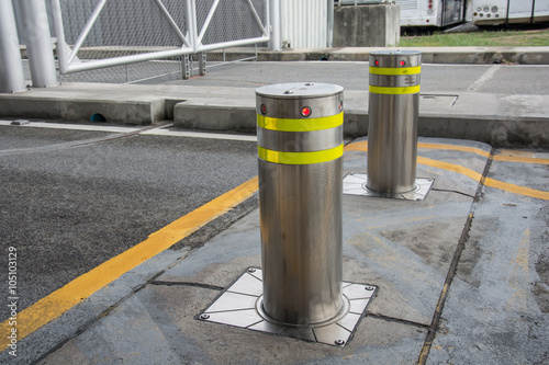 Fotomural bollards with Security