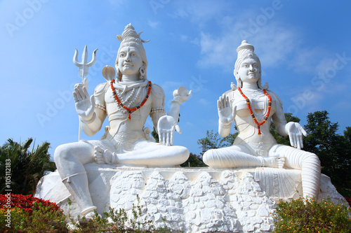 Fotografia Shiva Parvati statues on Kailasagiri hill in Andhra Pradesh state India