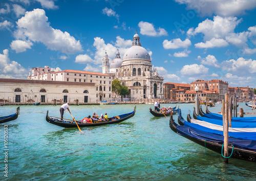 Photo sur Toile Venise Gondolas on Canal Grande with Basilica di Santa Maria della Salute, Venice, Italy