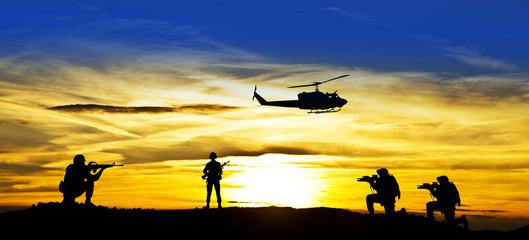 żołnierze na polu bitwy