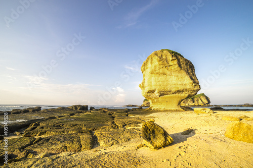 Poster Algérie Rock formation with morning sunlight at Batu Payung (Umbrella Rock), Lombok, Indonesia.