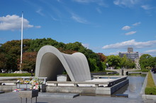 広島平和公園記念碑