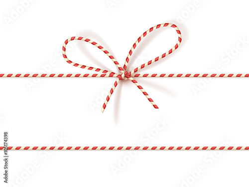 Foto Christmas gift tying: bow-knot of red and white twisted cord