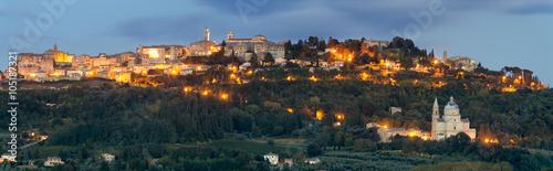 Fototapeta Nocna panorama Montepulciano,Toskania obraz
