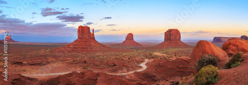 Photo Stands Blue sky Sunset at Monument Valley Navajo Tribal Park in Arizona, Utah, USA