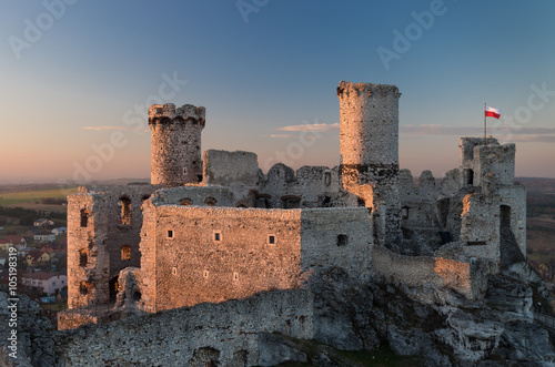 Papiers peints Chateau Ruins of medieval castle in Ogrodzieniec, Poland, late afternoon