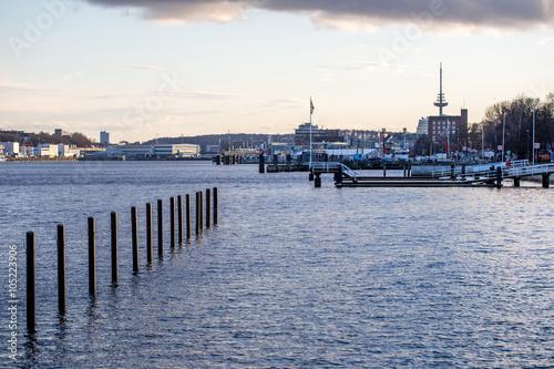 Foto auf Gartenposter Stadt am Wasser Abendstimmung am Kieler Hafen