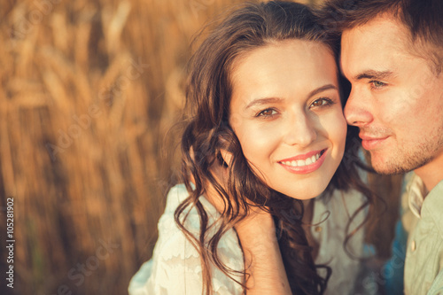 Fotografia  Young couple in love outdoor