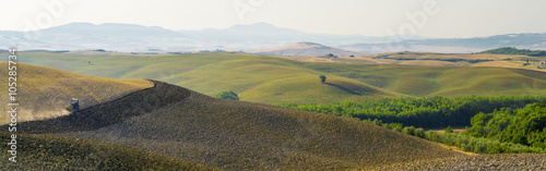 Foto auf Gartenposter Hugel hills and fields in tuscany in Italy