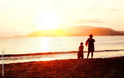 In de dag Kamperen Sunrise on the beach - vintage filter