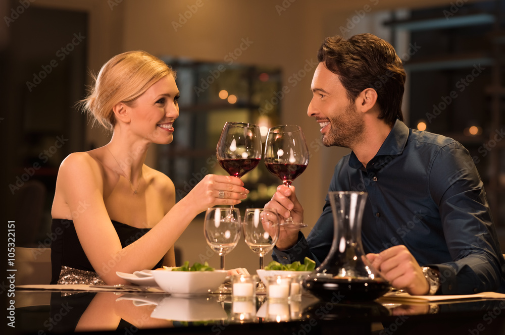 Fototapety, obrazy: Couple toasting wineglasses