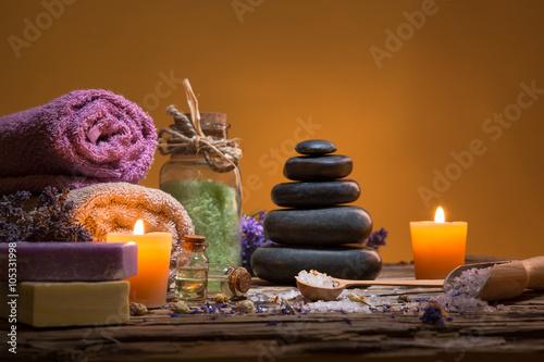 spa-martwa-natura-z-aromatycznymi-swiecami