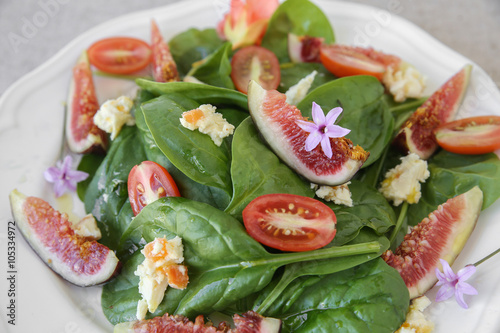 Spoed Fotobehang Voorgerecht Go Green, Fig, Spinach and cheese salad