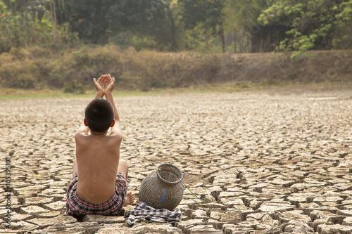 A lone children in the arid area
