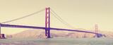 Stary filmowy retro stylizowany Golden Gate Bridge w San Fransisco, usa - 105401700