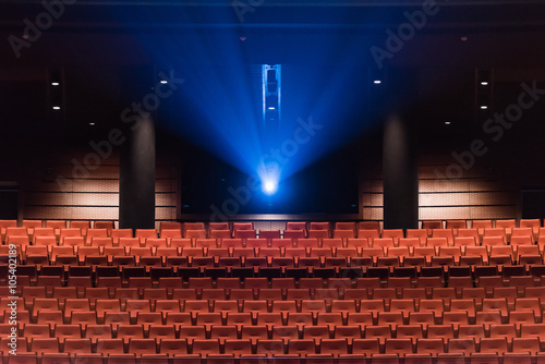 Theatre seats and cinematic projection - 105402189