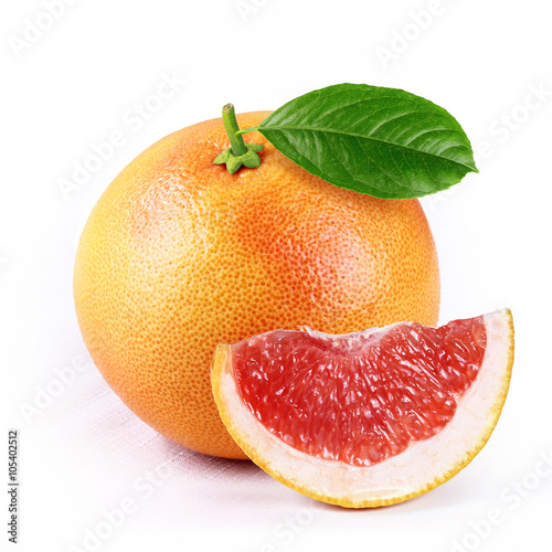 Fotografia  grapefruit with slice isolated white background