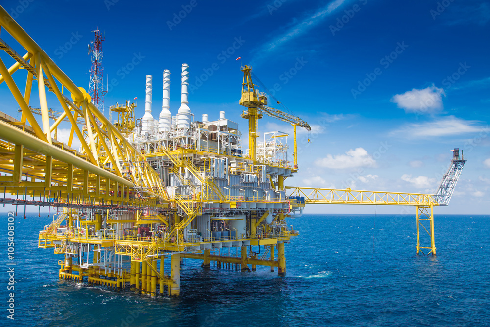 Fototapety, obrazy: Oil and Gas processing platform,producing gas condensate and water and sent to onshore refinery.