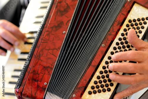 Fotografía  Alguien que toca el acordeón