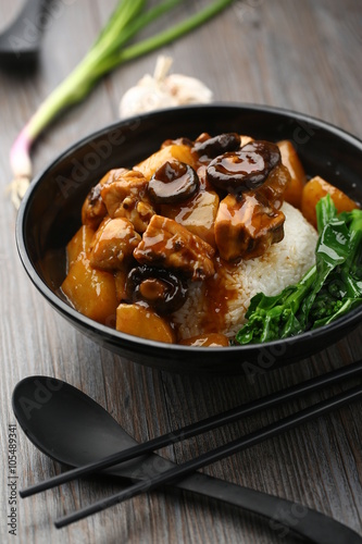 Valokuvatapetti Chinese cuisine served in a bowl