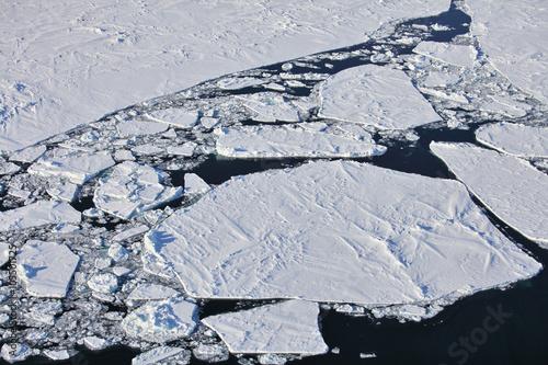 In de dag Poolcirkel Aerial view of frozen Arctic Ocean