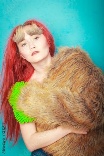 Fotografie, Obraz  Mladá krásná dívka v obraze Chewbacca